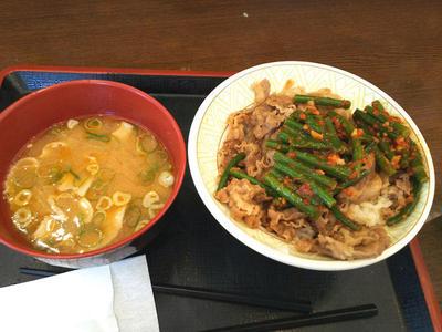 ニンニクの芽牛丼と豚汁