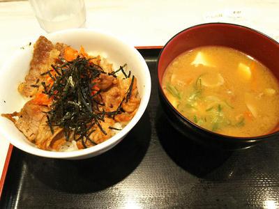 キムカル丼と豚汁