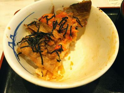 キムカル丼 残り半分