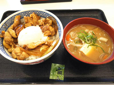 鶏すき丼と豚汁