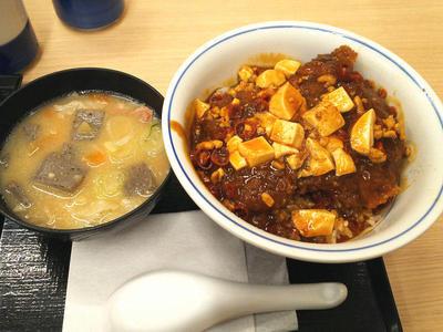 麻婆チキンカツ丼と豚汁