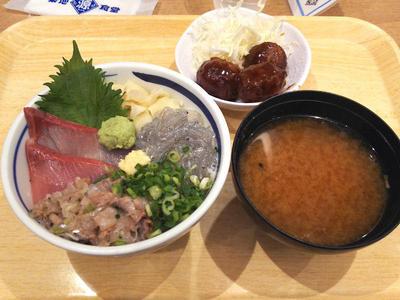 海鮮丼と鶏肉団子定食
