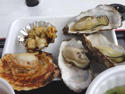 焼き牡蠣と焼き帆立、つぶ貝