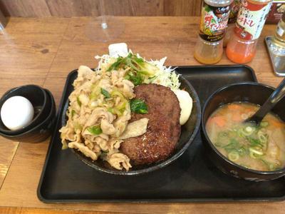 パワフルバーグ合盛りすた丼と豚汁