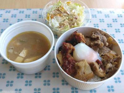甘唐辛子のトロたま ごろチキコンボ牛めし 野菜セットと豚汁