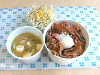 豚キムチ丼と豚汁