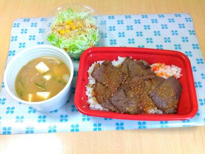 牛ステーキ丼 生野菜セットと豚汁