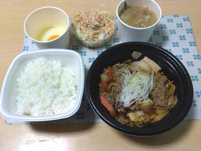 牛の鍋焼き御膳、ごぼうサラダ、豚汁