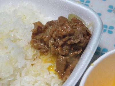 牛肉をオンザライス