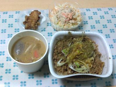 ネギ山椒牛丼と豚汁、ごぼうサラダ、唐揚げ