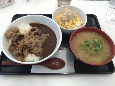 牛カルビ黒カレー、豚汁とごぼうサラダ