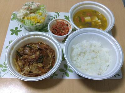 回鍋肉定食に、豚汁、ポテトサラダ
