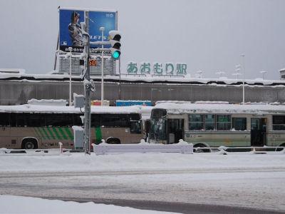 雪の青森駅