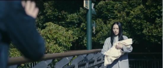 赤子を抱く田宮良子