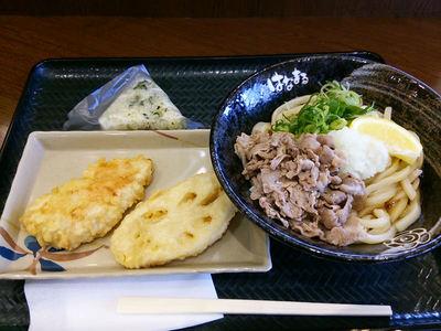 塩豚おろしぶっかけと天ぷら、おにぎり