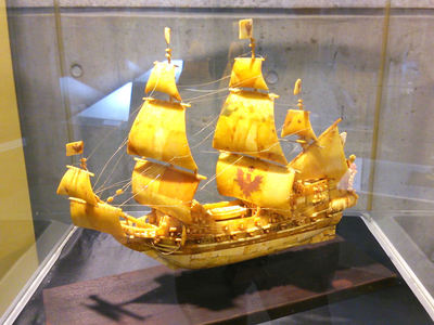 琥珀の帆船