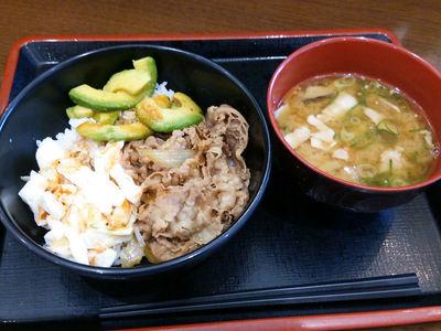 アボカド牛丼と豚汁