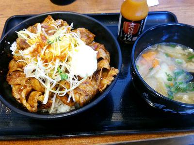 ウシジマ丼 激辛牛カルビ丼と豚汁