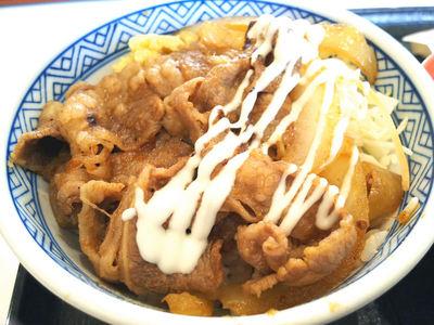 牛カルビ生姜焼き丼 マヨネーズかけ