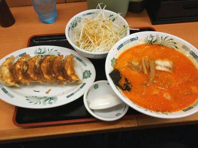 ピリ辛とんこつネギラーメン 餃子セット