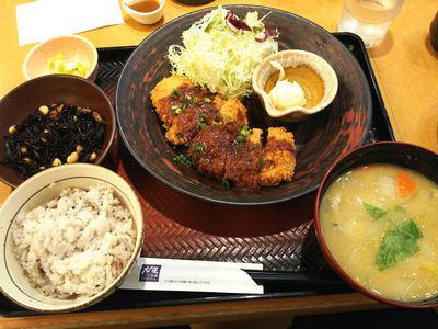 八丁味噌ダレヒレかつ定食