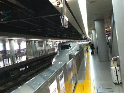 品川駅で新幹線