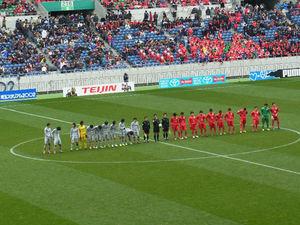 試合終了後の大分、浦和東の選手整列