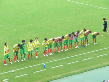試合後の挨拶をする選手たち