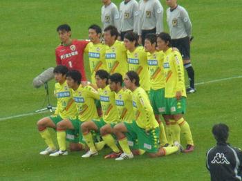 試合前の記念写真を撮るジェフの選手たち