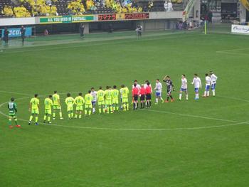 試合終了後の握手をする選手達