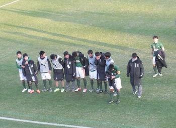 青森山田の選手がメインスタンドに挨拶