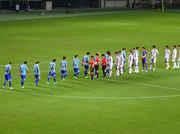 試合終了後の握手を交わす選手たち